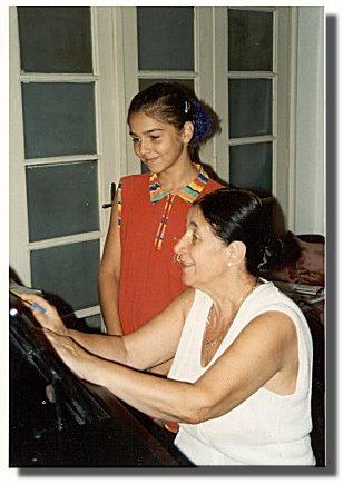 Ljubica Vrsajkov teaching students, July 2000